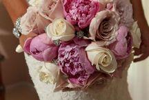Gorgeous Wedding Flowers / Flowers & décor - Tassie Tagarelli, Instincts Design Studio, Ltd.  Glen Ellyn, IL.   www.instinctsdesignstudio.com / by Miss Dottie's Pound Cake