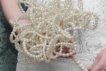 Noivas / Casamento / Vestido / Ideias de aplicações com pedrarias, pedras para costura e cristais para noivas e casamentos.