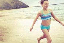 kleertjes.com ★ Badmode / De meest trendy badmode voor jongens en meisjes vind je op www.kleertjes.com. Topmerken als O'Neill, Speedo en Molo shop je nu via: http://www.kleertjes.com/jongenskleding/badkleding.html