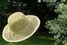 Fair Trade hats - à la campagne / Hats handmade of wildgrowing, natural fibres: sundried raffiapalmleavs or sisal. Country style.