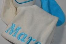 Tutpoppetjes borduren / Tutpoppetjes in met gekleurd oor. naam of tekst of logo borduren. door de BorduurKoning.