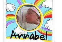 Vrolijke geboortekaartjes / Vrolijke geboortekaartjes hebben veel felle kleuren, vrolijke patronen en grappige figuurtjes. Daar word je toch blij van! Bekijk hier de vrolijke geboortekaartjes van Kaart Op Maat.