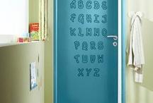 Dans la chambre d'enfant / Lapeyre vous propose des solutions d'aménagements variées, tendances et multi-pièces (placards, salons, bibliothèques, chambres). En prêt à poser, à moduler soi-même ou en sur-mesure, nos aménagements s'adaptent à vos dimensions et à vos envies, pour s'adapter au mieux à la vie trépidante de vos enfants et à la décoration de leur chambre.