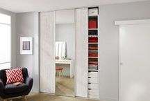 Portes de placard / Lapeyre vous propose différents systèmes de portes de placard, pour tous les budgets, toutes les envies et toutes les configurations possibles.