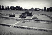 Candi Sambisari Jogja / Candi Sambisari adalah candi Hindu (Siwa) yang berada kira-kira 12 km di sebelah timur kota Yogyakarta ke arah kota Solo atau kira-kira 4 km sebelum kompleks candi Prambanan. Candi ini dibangun pada abad ke 9 pada masa pemerintahan raja Rakai Garung di zaman kerajaan Mataram Kuno.