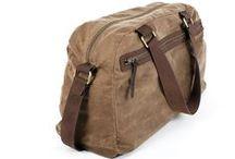 Travel Bags / Preciosas bolsas de viaje de piel de vacuno Italiana y algodón encerado. Forro micropana, algodón 100% Fornituras acabado oro viejo. #handmade #handbags #barcelona