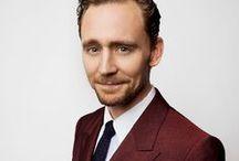 tom hiddleston. / Тσм Нι∂∂ℓєѕтσи. Иσт єиσυgн вєαυтιfυℓ ωσя∂ѕ тσ ∂єѕ¢яιвє нιм.