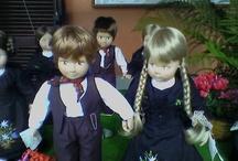 Handmade Dolls Locana / Sono bambole di stoffa, realizzate interamente a mano, personaizzate con costumi tipici, che cercano di ricreare in miniatura la storia dei tempi passati, riproducendo e studiando ogni minimo particolare per far si che trasmettano interessi e emozioni. http://bamboleartigianalilocana.blogspot.it/  _    https://www.facebook.com/groups/115972920523/