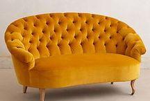 Gul sofa! / Hva mer trenger denne leiligheten?