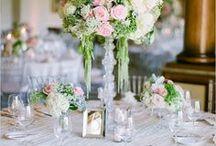Mariage Chic // OR DU MONDE / Un bouquet de mariée entremêlé de rubans de satin, une table somptueusement garnie, une décoration sobre composée de belles matières et agrémentée de détails raffinés pour un mariage de rêve chic et glamour où se mêlent luxe, romantisme et féminité. #love # chic #élégance #mariage #alliance #ordumonde