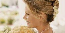 Mariage Traditionnel // OR DU MONDE / Un mariage authentique & magique. Des roses blanches ou rose bonbon totalement indispensables à une décoration classique & pleine de charme, un lieu au cachet de l'ancien avec murs en pierres anciennes, belles statues de pierre, tilleuls et pots usés par le temps. Des centaines de lanternes chinoises qui prennent leur envol à la tombée de la nuit, une première danse sous le signe de la valse et un mariage follement romantique ! #love #mariage #wedding #amour #romantique #tradition #classique