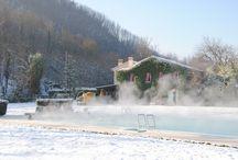 Innamorarsi in piscina... / Le nostre piscine termali sono una pennellata di azzurro nel verde del parco dei Colli Euganei. Sono il luogo ideale per trascorrere una giornata o una vacanza intera all'insegna del relax sia d'estate che in inverno.   #terme #pools #spa #wellness #naturalspring