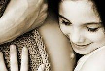 Szczęśliwe brzuszki / Zaokrąglone, piękne i apetyczne - takie właśnie są brzuszki przyszłych mam. W końcu ciąża to cudowny czas dla każdej kobiety - właśnie teraz rośnie i rozwija się Wasze maleństwo :)  #Mlekolandia #dziecko #karmienie #ciąża #pregnancy