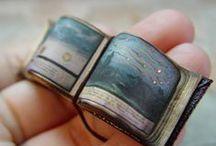 Handmade books/ altered books/ miniature books / Livros feitos à mão, livros alterados e livros miniatura / by Ana Maria Miragaia