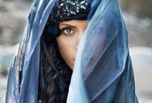 Voiles / Légèreté, intimité, transparence : voile de la mariée, voile du navire qui cingle au large, voile des moustiquaires comme une enveloppe pour le voyage de la nuit...