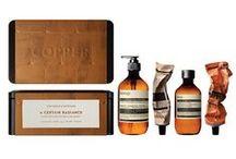 X-Mas-Geschenke: Beauty / Edle Cremes, hübsche Seifen, nachhaltige Naturkosmetik - Beauty-Produkte, die auch äußerlich was her machen, verschenken wir am liebsten