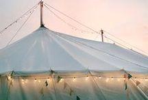 COUCH ♥ Festivals / Sonnenbrille auf die Nase und Hippie-Dress eingepackt: Wir grooven uns auf die Open-Air-Saison ein