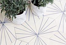 COUCH ♥ Floors / Auch wir haben diese Sache mit den Fußböden… Voilà: Fliesen, Dielen und andere Untergründe, auf die wir stehen