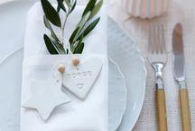 Ideen für eine weihnachtliche Tischdeko / Was gibt es Schöneres als einen toll gedeckten Tisch zu Weihnachten? Ich liebe es, wenn zum Heiligabend alles ganz festlich dekoriert ist und der Tisch schön gedeckt ist. Hier findest du Inspiration und DIY Ideen für eine schöne Tischdeko für Weihnachten.