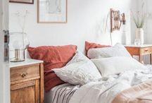 Wohnideen für ein gemürliches Schlafzimmer / Wohninspiration für dein Zuhause. Schöne Einrichtungsidee und Dekoideen für ein gemütliches Schlafzimmer.