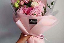 Blumen verpacken / Blumen sind Immer eine schöne Geschenkidee aber wie soll man sie schön verpacken? Hier findest du Inspiration und DIY Ideen, wie du Blumen und Blumensträuße schön verpacken kannst. Blumen sind das perfekte Geschenk zu jedem Anlass.