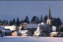 Môtiers / Le village de Môtiers au Val-de-Travers (Suisse).