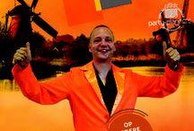 Spelshow Ik hou van Holland www.party-planners.nl / Teambuilding ten top Erg geslaagd als bedrijfsuitje, teamuitje, familiefeest, vriendenuitje. Ik hou van Holland komt naar u toe met quizmaster, assistent, licht, geluid en DJ. Ook als all inclusive arrangement te reserveren;