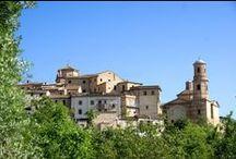 """Montalto delle Marche / Montalto delle Marche, già feudo della potente abbazia di Farfa, fu elevata al grado di città, a sede vescovile e a capoluogo di un vasto territorio composto da 14 """"terre""""."""