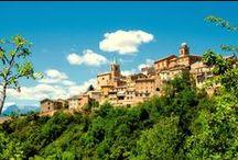 Montedinove / Montedinove sorge tra le valli dell'Aso e del Tesino, sul colle più alto della zona, a 561 m s.l.m., alle pendici del Monte Ascensione. Splendido è il panorama che spazia dalla costa adriatica ai Monti Sibillini e dal Monte Conero al Gran Sasso d'Italia: una visuale a 360°.