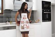 Фартуки. Кухонные Фартуки с фруктовыми мотивами! / Даже во время домашней работы представительницы прекрасного пола стремятся выглядеть аккуратно. Стильный и яркий кухонный передник не только дополнит образ современной хозяйки, но и защитит одежду от загрязнений. В нашем каталоге можно найти модели с флористическими или фруктовыми мотивами, а также аксессуары лаконичных расцветок. Большинство моделей имеют удобный карман для хранения мелочей.
