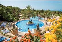 Camping in Spain / Seemingly endless hours of sunshine, long sandy beaches and fascinating cities have made Spain a very popular holiday destination for years.