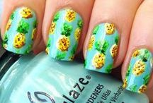 Summer and tropical nail art / Summer nails, nail design, nail art. Palm tree, flowers, sunset, pineapple, neon, colorful nails.