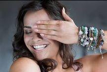 Agaat sieraden / Proud MaMa heeft prachtige agaat sieraden in haar collectie voor zwangere vrouwen en trotste mama's. Agaat is een aardende, stabiliserende en beschermende steen. De steen bevordert innerlijke rust en een kalme en nuchtere houding. Het stimuleert zowel spiritueel als geestelijk en brengt balans over lichaam, ziel en geest. Fysiek is agaat een goede steen om tijdens de zwangerschap te dragen (voor zowel moeder als kind) omdat het groei stimuleert en een gunstige werking op de baarmoeder heeft.