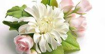 kwiaty z foamirianu  , skóry i glinki polimerowej