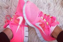Running shoes/ Sneakers