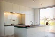 K i t c h e n / Arredi, finiture, dettagli, illuminazione, stili e layout per la cucina.