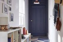H a l l & c o r r i d o r / Il corridoio, ambiente di passaggio e l'ingresso primo ambiente della casa: suggestioni per arredi, dettagli, colori e finiture.