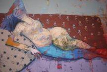 Justyna Jabłońska / Justyna Jabłońska jukończyła Akademię Sztuk Pięknych we Wrocławiu. W swoich pracach ukazuje postacie ludzkie, często kobiece w różnych sytuacjach, w zależności od podejmowanego tematu.Całość jest mocno nasycona kolorem, który od początku fascynuje malarkę.