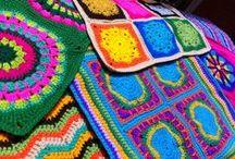 Mis trabajos / Me gusta hacer muchísimas cosas, me encanta crear, imaginar los colores y texturas. Una de ellas, donde pongo toda mi energía, dedicación y creatividad, es el crochet.   En este álbum ofrezco parte de mi trabajo. Son fundas de cojines y botitas de pequeñitos hechas con todo mi corazón, todos a crochet y exclusivos! ninguno es igual al otro.