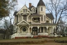 Queen Ann Victorian Houses / by Alby Furlong