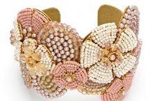 Bijoux en broderie et tissage de perles / Bijoux brodés de perles de rocaille