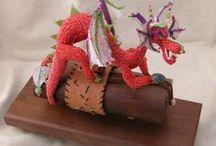 Dragons en rocaille / Dragons et autres bêtes brodés ou tissés en perles de rocaille.