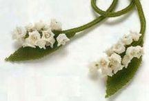 Le muguet en perles / Muguet en perles de rocaille brodées, tissées.