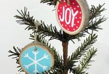 DIY Ornaments / These DIY holiday ornaments from makeityourselfmagazine.com are sure to add an extra sparkle to your tree!