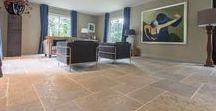 """Knoppert / Een prachtig interieur met Bourgondische Dallen van """"Van den Heuvel & Van Duuren"""". Deze prachtige kalksteen wordt geleverd onder de naam """"Bourgogne Blanc"""". Naast het fraaie uiterlijk van deze steen, is hij ook nog eens kei-hard! Een echt leefvloer..."""