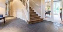 Project Wassenaar(2) / In deze portfolio ziet u de Noires Bourgogne van Van den Heuvel & Van Duuren in een zeer stijlvol klassiek interieur. Deze vloer wordt vaker toegepast in een landelijke inrichting, maar dit vonden wij persoonlijk ook een prachtige combinatie.