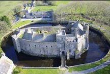 Les châteaux, les forts, les manoirs / Les châteaux, les forts et les manoirs de Normandie.