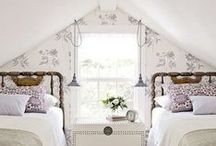 Cozy Bedrooms / Cozy bedroom nooks you can't resist crawling into...