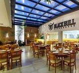 Black Bull Steak Hause / Projeto elaborado com muita singularidade para abrigar um restaurante que traz um novo conceito em servir carnes, na cidade de Maringá-PR. Imagem da obra executada.  I  Projeto: Formatto Arquitetura, Construção e Interiores I Fotos: Estúdio Croma