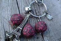 I miei Portachiavi / Dove mettere le chiavi? ....ecco delle perle in fimo e elementi di metallo che personalizzano ogni mio portachiavi gioiello.